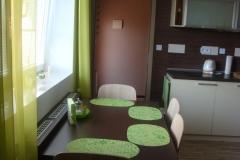 17 - Jídelní stůl