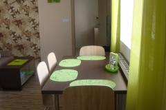 16 - Jídelní stůl